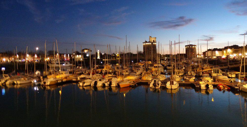 Le Port de La Rochelle, à la tombée de la nuit...