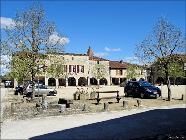 Photo de la place de la Bastide de Saint-Julien