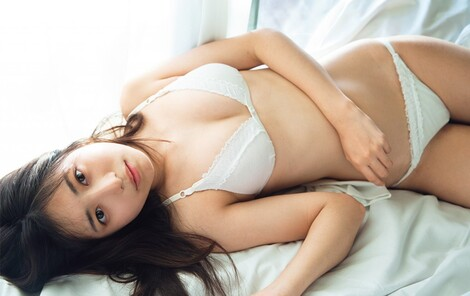 WEB Magazine : ( [FRIDAY Digital - Gravure] - |FRIDAY - 27/03/2020 - Rio Yoshida : 吉田莉桜 「日本一可愛いJK」の圧倒的な透明感| )