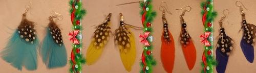 Création de boucles d'oreilles en plumes sur place