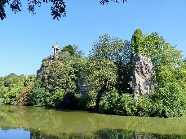 48 - Parc des Buttes-Chaumont (île au temple)