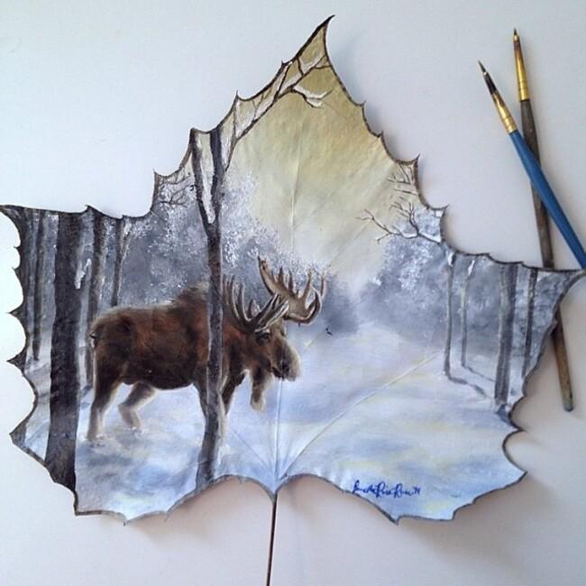 Janette Rose, elle réalise ses peintures sur des feuilles d'arbres