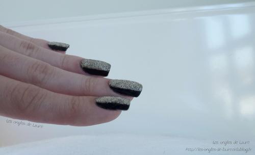 Nail Art noir et caviar argenté // Manucure de Noël n°1