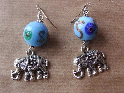Boucles d'oreilles éléphants avec leurs perles de verre