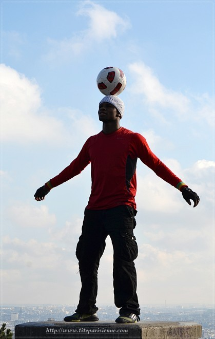 Montmartre : Le joueur de Football Freestyle
