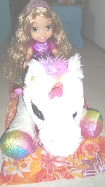 La licorne Neige compagnon de Raiponce