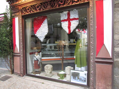 LES DECORATIONS DES OSTENTIONS DE SAINT-JUNIEN . 87200.