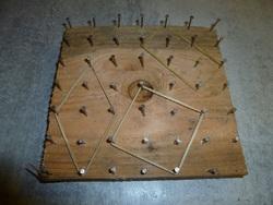 Utiliser une planche à clous pour découvrir des propriétés !