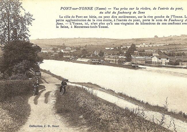 La rivière: vue prise de l'entrée du pont