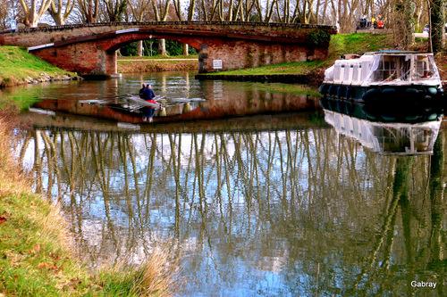 Canal du Midi: pont et aviron