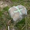 Ancienne petite borne avec croix gravée (650 m)