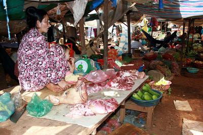 Blog de images-du-pays-des-ours :Images du Pays des Ours (et d'ailleurs ...), Après ... - Marché de Banlung - Rattanakiri - Cambodge