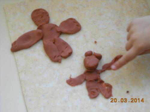 Ours des élèves de moyenne section en pâte à modeler (atelier autonome)