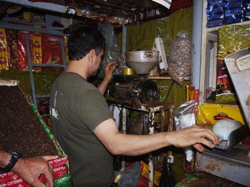 Nous choisirons notre café, café colombien et le ferons moudre
