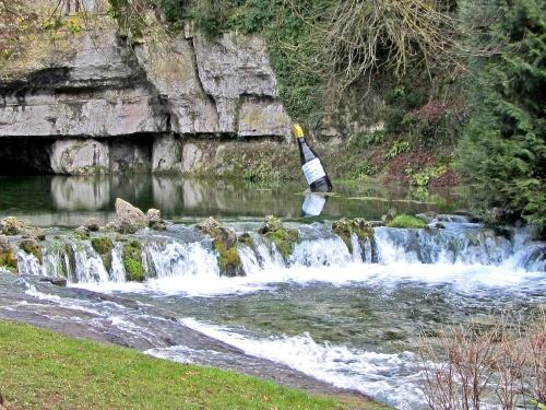 Les décorations  de la ville de Châtillon sur Seine, pour la Saint Vincent des Crémants de Bourgogne, ont commencé à être installées !