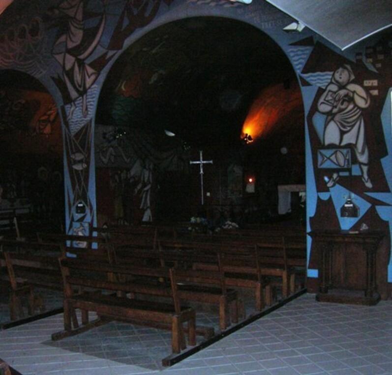 La chapelle là-haut.
