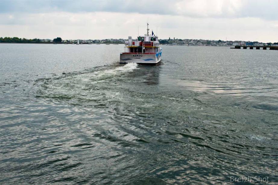 Le batobus Kerzo dans la rade de Lorient