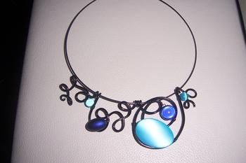 collier alu bleu
