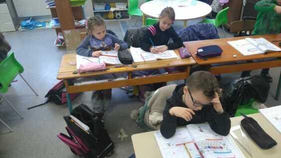 Les élèves au travail pour bien démarrer 2016.
