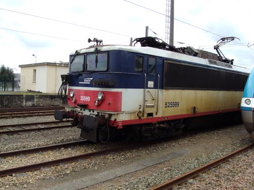 La BB 25690 avec une RRR Bretagne