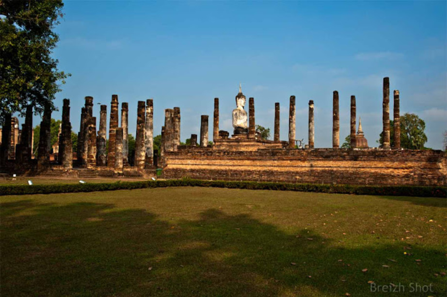 Wat Mahathat - Sukhothaï :  Bouddha assis dans le vihara