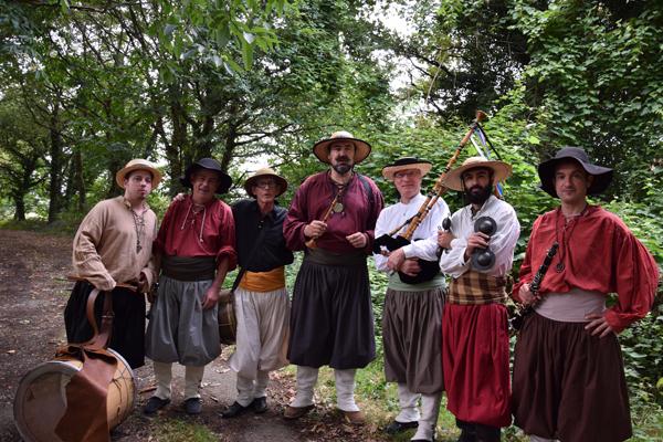 La Banda Tchok - sonneurs festifs de bombarde, biniou, clarinettes et percussions