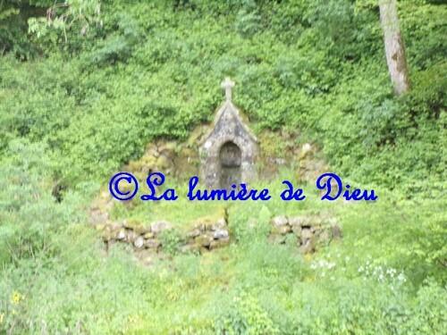 Saint Céneri le Gérei, la fontaine du petit saint Célerin