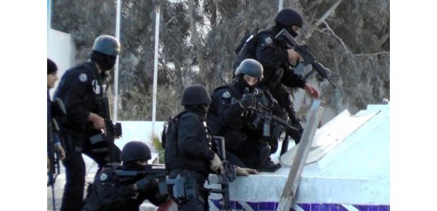 """La Tunisie théâtre d'attaques jihadistes """"sans précédent"""" près de la Libye"""