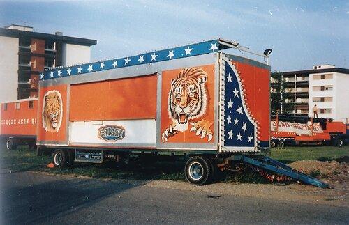quelques véhicules du cirque Jean Richard en 1982