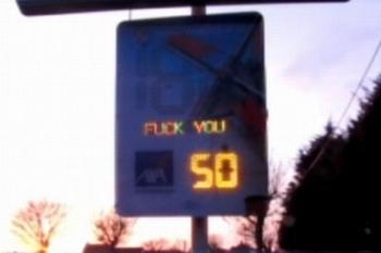 un-radar-pedagogique-qui-insulte-les-conducteurs_734364_460