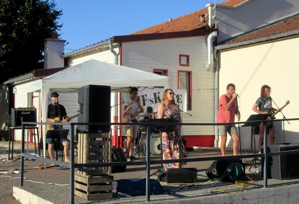 Un marché d'été a lieu les mercredis d'été  à Sainte Colombe sur Seine ...