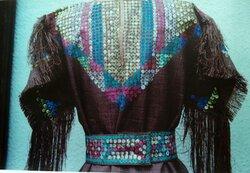 Robe Amérindienne dans du tissu tissé   !  moins simple !