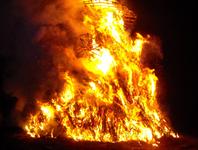 """Résultat de recherche d'images pour """"feu de joie geant"""""""