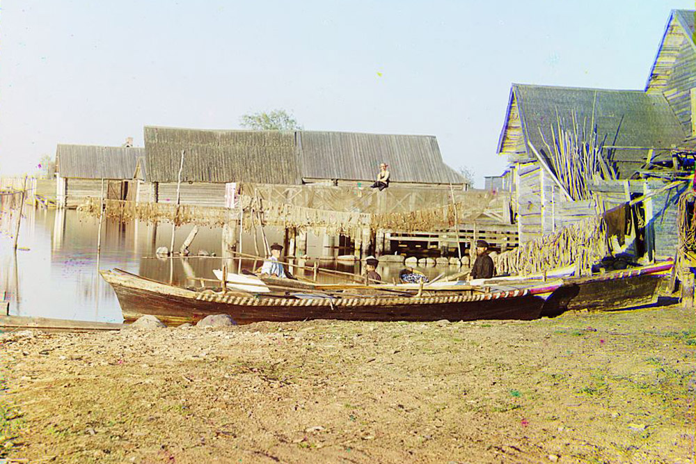 Fishing settlements on Lake Seliger. 1910 // Sergey Prokudin-Gorsky finally settled in Paris in 1922. He set up a photo studio there together with his three adult children.