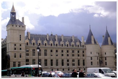 Un jour d'orage à Paris.