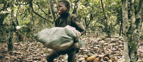La Journée mondiale contre le travail des enfants a lieu le 12 juin.