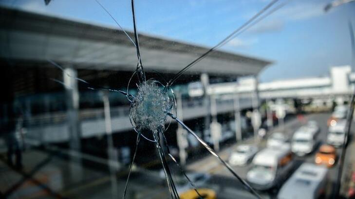 Le bilan du triple attentat s'est alourdi jeudi à 43 morts, parmi lesquels figurent 19 étrangers.