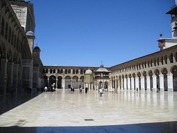 800px-Umayyad Mosque-CourtyardEW