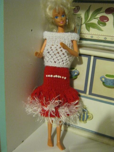 Coucou un nouvel ensemble  de Barbie