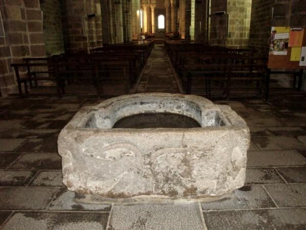 Le Dorat, Collégiale, baptistère