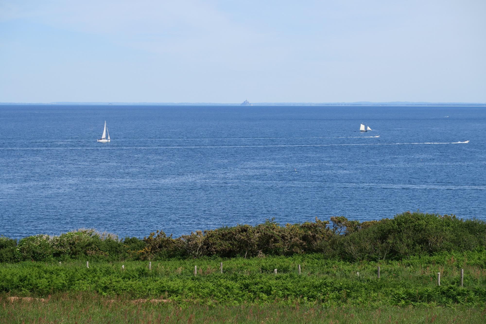 Pointe du GROUIN : au loin : le Mont St Michel