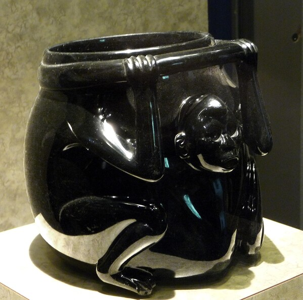 Mexico Musée Vase obsidienne b