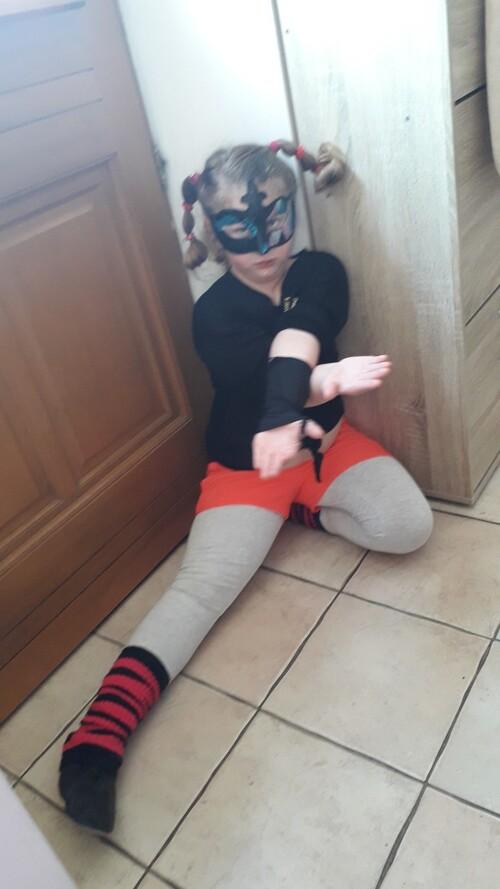 Défi n°5 : se déguiser et se prendre en photo. Objectif : deviner qui se cache derrière chaque déguisement!