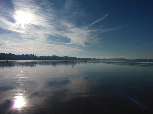 plage à contre jour