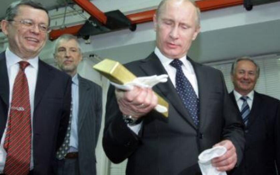 Poutine explique pourquoi il vend les bons du Trésor US et ce qu'il pense de l'euro !