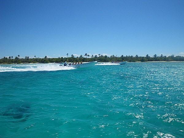 vers l'île de Saona en bateau rapide -2-