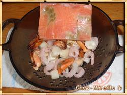 Saumon et Fruits de Mer à la Sauce Safranée