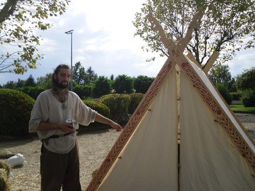 Une tente sculptée pour les Mediomatrici