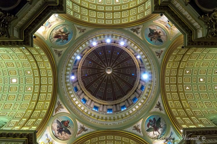 Montréal : Cathédrale Marie-Reine-du-Monde 1/2