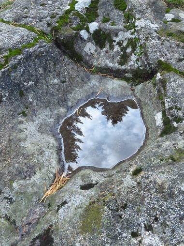 Cupule creusée dans la pierre Saint Martin